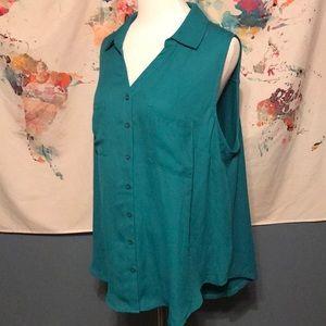Torrid sleeveless button down blouse NWT